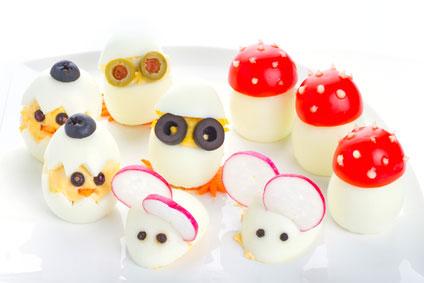 Van gekookte eieren figuren maken.