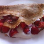 Spelt pannenkoek met yoghurt en aardbeien