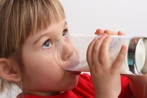 meisje-drinkt-melk