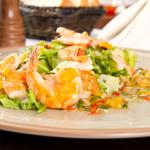 Salade met mango en tijgergarnalen