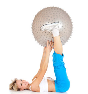 Beenspieren trainen met een fitnessbal, ook wel gymbal of skippybal genoemd.