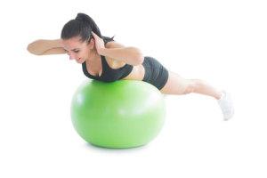 Rugspieren trainen op een gymbal