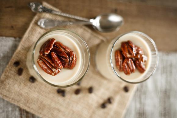 Suikervrije koffiemousse met pecannoten