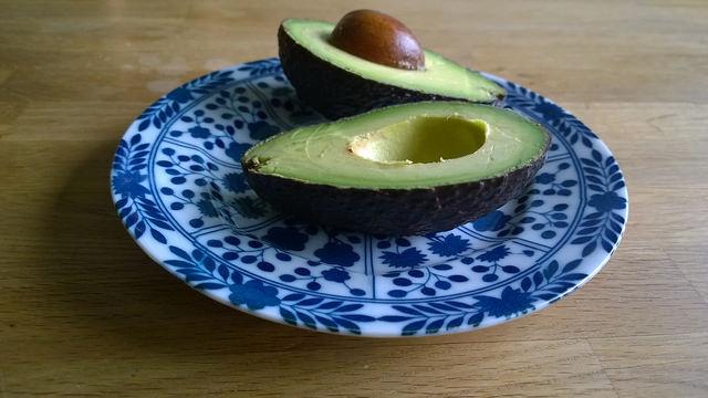 avocado-gezond-gevuld-linzen