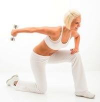 oefeningen met gewichtjes voor slanke armen of taille