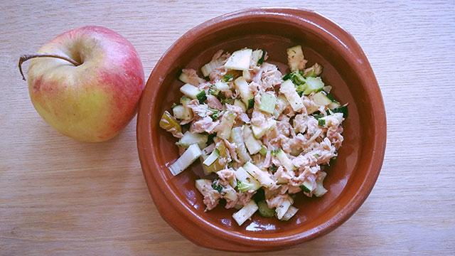 Lekkere lunch met tonijn, appel en groenten