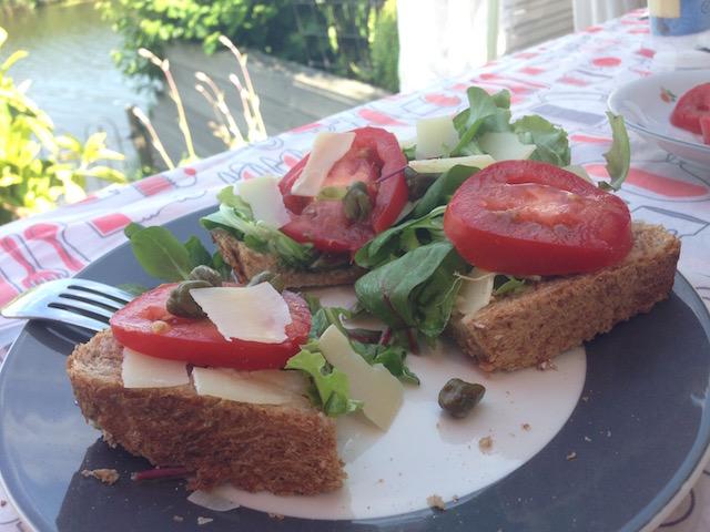 gezonde broodmaaltijd caesar salade