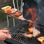 Hulp bij de barbecue
