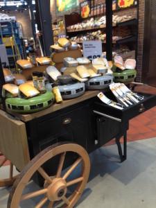 Een supermarkt met grote versafdeling, maar ook veel soorten kaas!