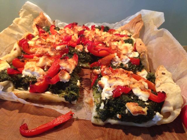 Hartige taart met spinazie, geitenkaas en paprika, snel recept!