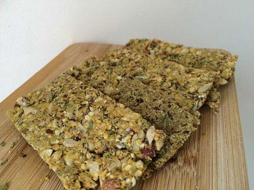 Gezonde crackers zelf maken. Een recept van Annemiek.