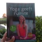 Boek over Yin Yoga met 3 lessen van 10 oefeningen