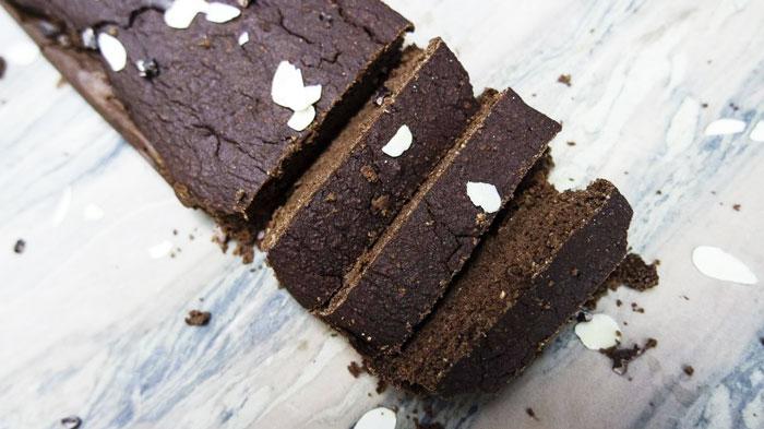 Suikervrije lactosevrije chocoladecake, gemaakt met bonen