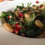 Makkelijke bonenmaaltijd | Recept reuzenbonen met spinazie en pesto