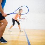 Het voordeel van een nieuwe sport proberen. Bijvoorbeeld squashen!