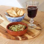 zelfgemaakte tortillachips met guacamole-gezond en lekkere borrelhap
