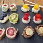 Kindersushi maken met rijst, fruit en wraps