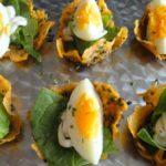 Recept voor kaasbakjes met ei en spinazie.