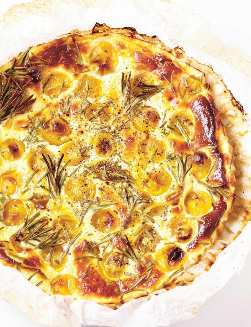 Hartige taart met tomaat en geitenkaas. Recept met in totaal 4 ingrediënten.