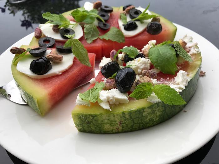 Watermeloenpizza met feta en olijven