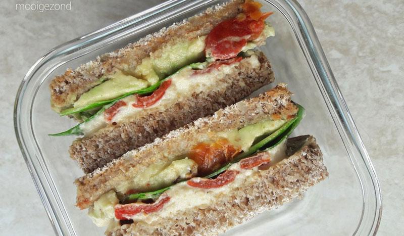Vegan broodje met gegrilde paprika
