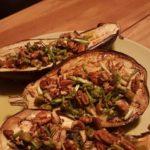 Aubergines uit de oven met pecannoten.