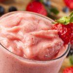 Zoete smoothie met aardbeien