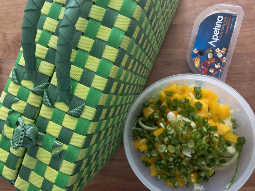 Maak zo'n heerlijke komkommer-paprikasalade. Heerlijk tijdens een picknick!