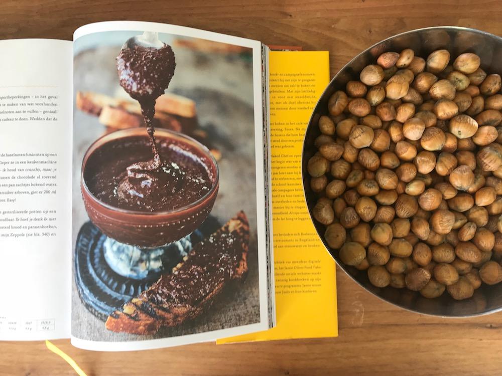 Boekrecensie nieuwste boek Jamie Oliver, inclusief recept om zelf nutella te maken.