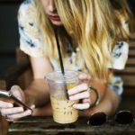 Een druk hoofd door je telefoonverslaving