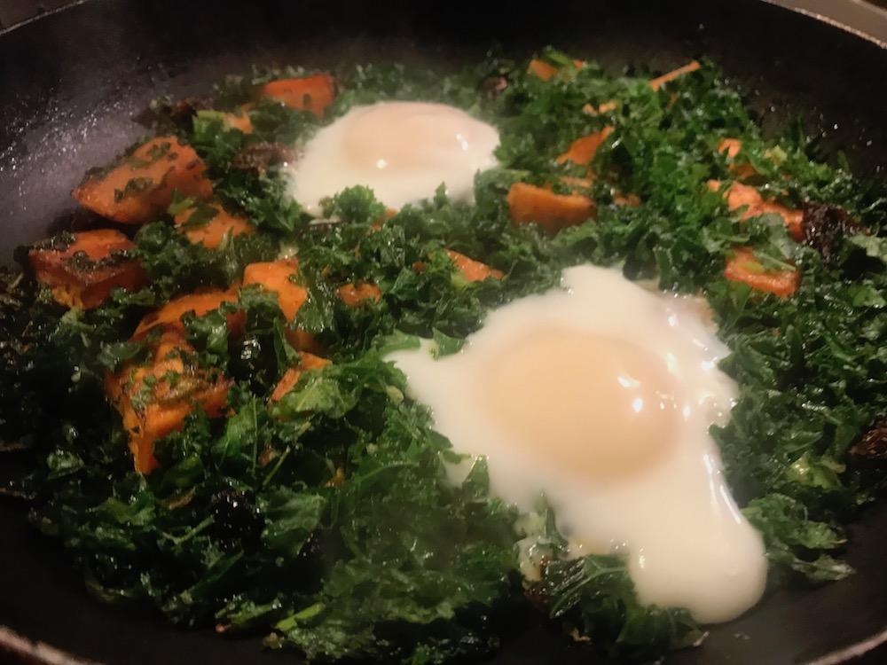 roergebakken-boerenkool-zoete-aardappel-ei
