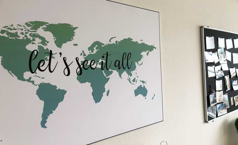 Canvas wereldkaart met vlaggetjes