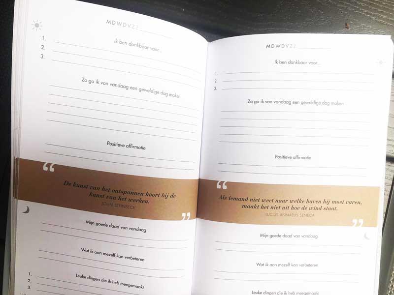 Makkelijk dagboek voor dankbaarheid en het stellen van je doelen