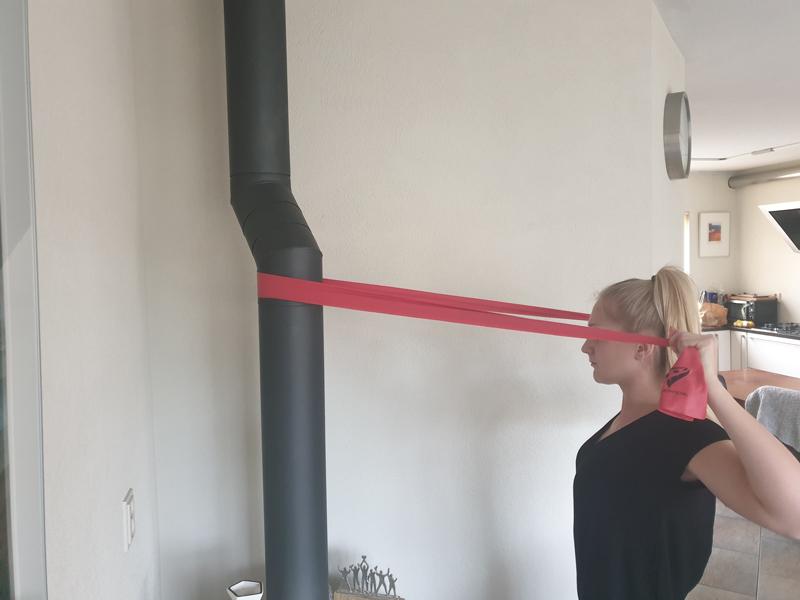 Wat zijn goede schouderoefeningen met elastiek?