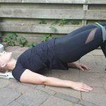 Glute bridge, oefeningen met een fitness elastiek