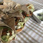 wraps-met-vegetarische-wokstukjes-yoghurt-muntsaus