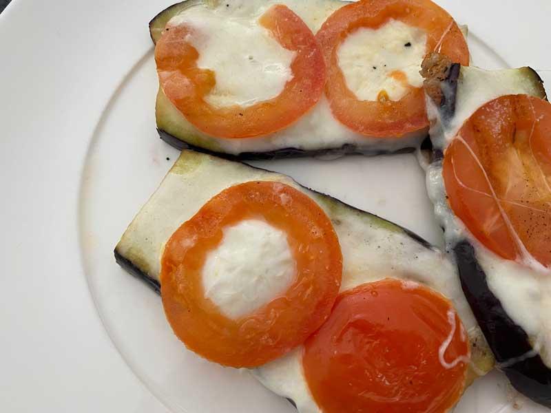 Gegrilde aubergines met mozzarella