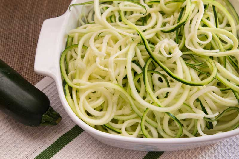 Hoe maak je courgette spaghetti?