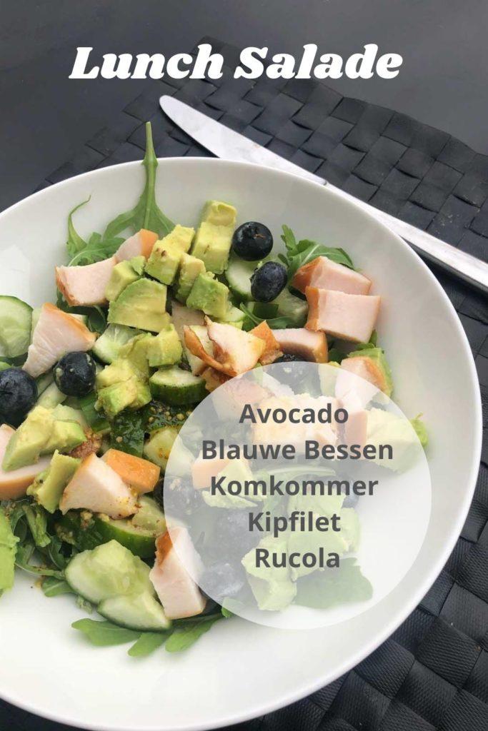 Salade met avocado en blauwe bessen