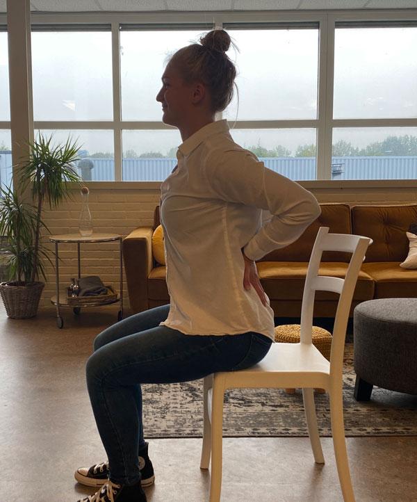 Oefeningen die je zittend kan doen bij overmatige spierpijn of aandoeningen.