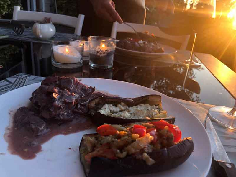 Ook lekker buiten eten nu het sneller donker wordt