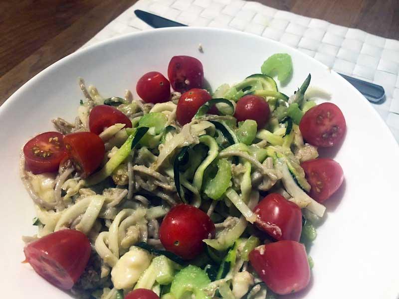 Italiaanse pasta maken met echte pasta en toch minder koolhydraten. Gezond recept.