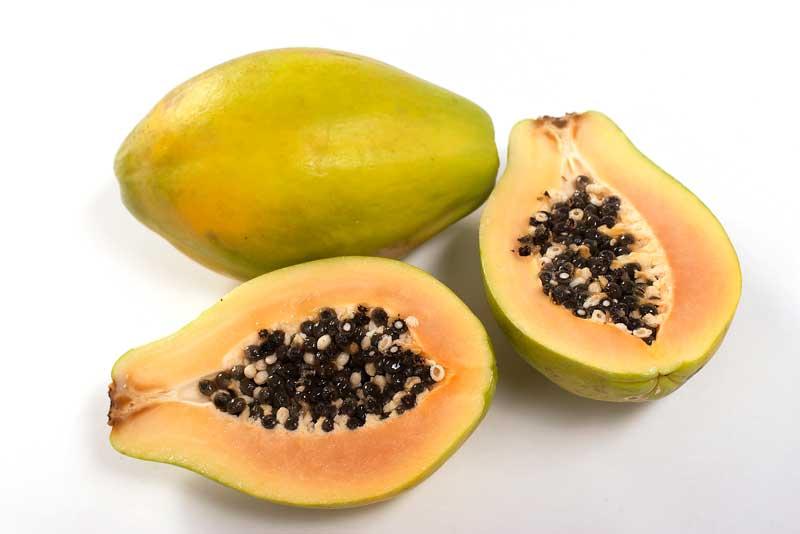 Onbekende fruitsoorten, pawpaw. Deze vrucht wordt ook wel prairiebanaan,Ozarkbanaan of roomappel genoemd.