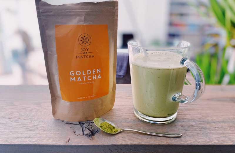 Matcha kurkuma thee latte