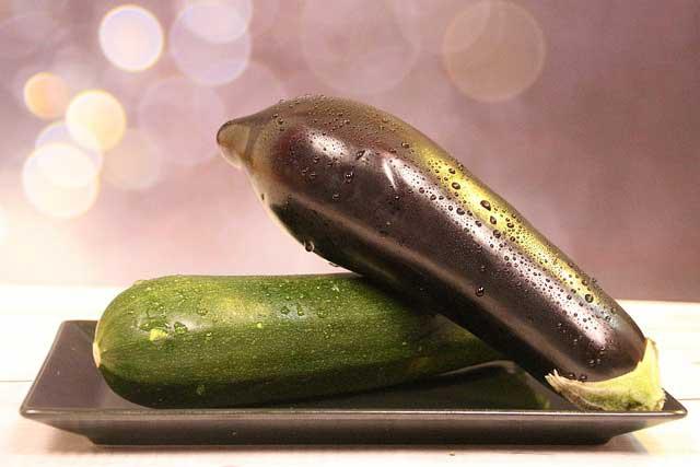 Wat is het verschil tussen een aubergine en courgette?