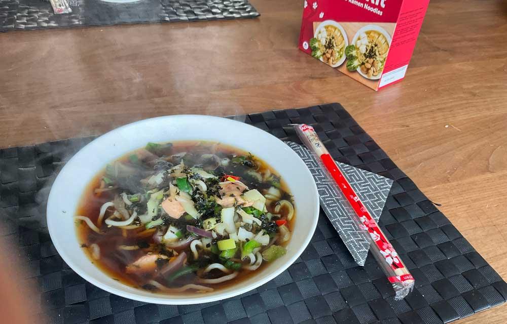 Recept voor Ramen, Japanse soep met noodles, zalm en groenten