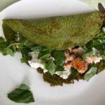 Glutenvrije spinaziepannenkoeken met zalm