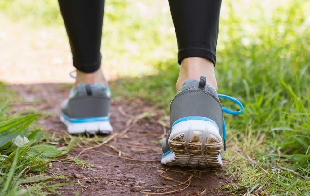 Wandelen zonder pijn aan nek en schouders
